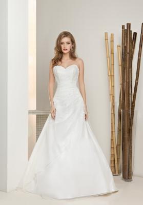 Zohľadnite aký typ svadby budete mať. Ak máte veľkú romantickú svadbu  môžete si obliecť svadobné šaty honosné 01eec825da0