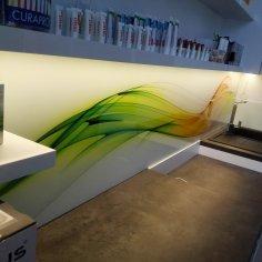 Kalená sklenená zástena - zubná ambulancia
