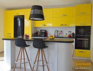 Žltá kuchynská linka