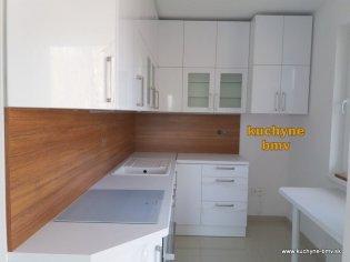Biela lesklá kuchyňa na mieru