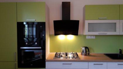Zelená kuchynská linka na mieru
