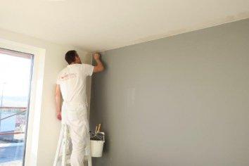 Maľba steny v sivom odtieni