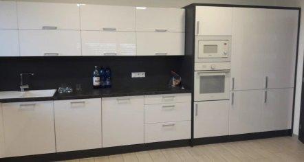 Moderná kuchyňa na mieru do domu