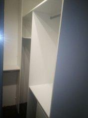 Šatník s posuvnými dverami do bytu