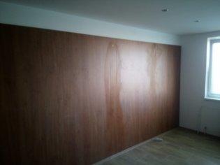 Zadné steny na stenu