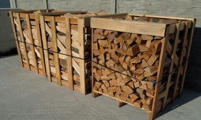 Dodanie krbového dreva, drevených brikiet