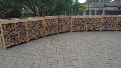 Ukladané krbové drevo