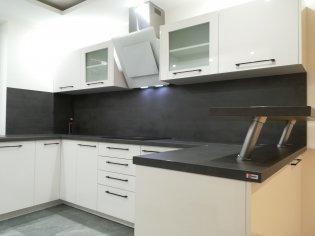 Nová kuchynská linka v prevedení biela s vysokým leskom