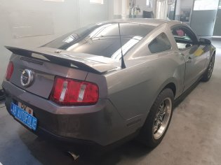 Práve americké špičkové autofólie na pravého amerického Mustanga