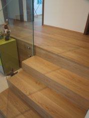 Drevená podlaha Dub so schodami