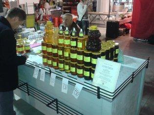 vynikajúci včelí med - Veľkonočný farmársky trh