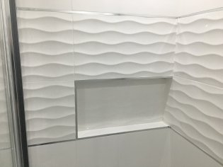 Nádherná biela kúpeľňa